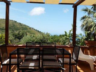 A Cefalù villa relax immersa in verde giardino terrazza vista mare