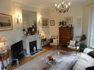 This nice flat, in Plaine-Monceau, is traditional and can comfortably accommoda