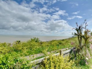 4* Gold Pet Friendly Cottage Sleeping 6 with Stunning Sea Views