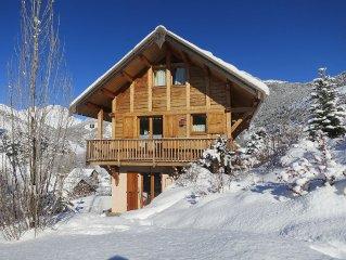 Appartement neuf tout confort dans chalet bois, parking privatif, vue superbe.