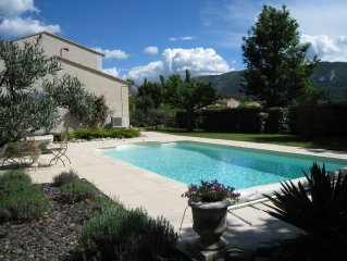 Lovely villa in Provencal village, private pool,mountain views