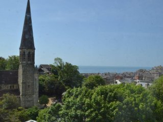 Spacious apartment with stunning sea views in Ventnor