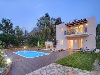 Marikaki Villa: Modern, Brand-New Villa with Private Pool, Sea & Mountain Views