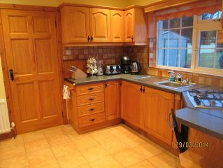 Country cottage situated just off the renowned Ring of Kerry with  Wifi internet