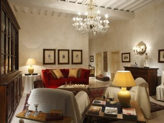 Stylishly renovated 170qm apartment in antique centre of Perugia, quiet location