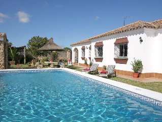 Villa With Private Pool, Strolling Distance To The Beach & Restaurants