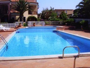 Apartment in beautiful grounds with shared pool and air conditioning