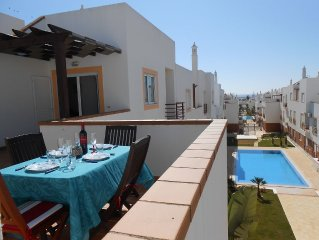 Deluxe 2 Bedroom Top Floor Apartment With Swimming Pool, Very Close To The Beach