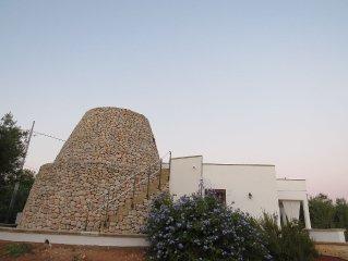 Villa con pajara vista mare circondata da ulivi secolari