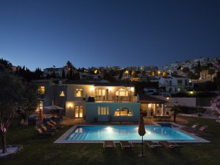 5 bedroom villa-heated pool-jacuzzi-well furnishe