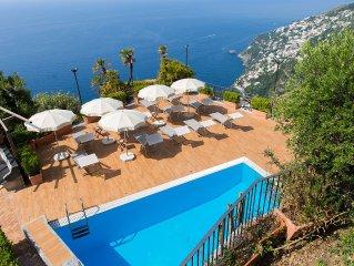 Splendida Villa con Vista Mozzafiato, Incantevole Piscina con Solarium