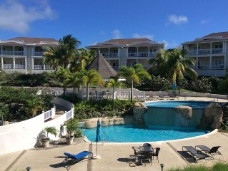 Delightful 2 Bed apt, sea & pool views to front & rear
