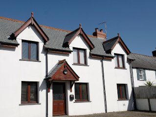 Stylish and Well-equipped Holiday Cottage in Hartland, North Devon - Sleeps 6.