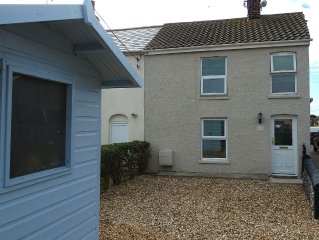 Dog Friendly, Cosy Fisherman's Cottage Within 150 Metres Of A Long Sandy Beach