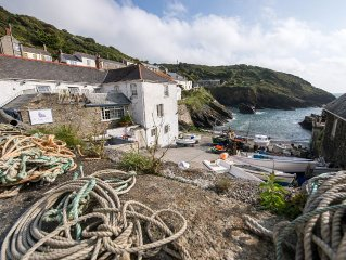 Cliff Garden Holiday Cottage in Portloe With Stunning Garden And Sea Views