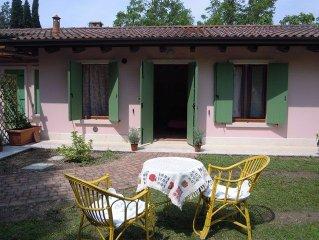 Cottage inserito all'interno di un parco secolare a 100 mt dal lago di Garda