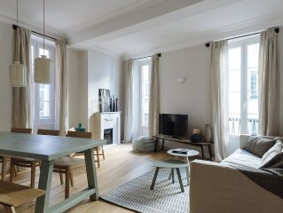 Luxury designer apartment with balcony in Nice's Old Town - 4 min walk to beach!