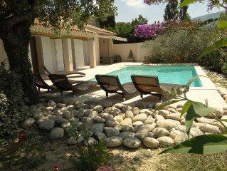 La Treille,la campagne a 10 km d'Aix en Provence, vue Sainte Victoire, piscine