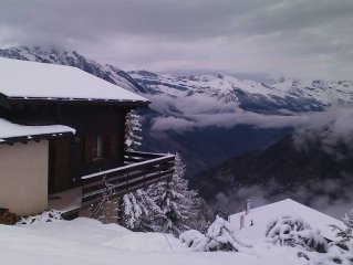 GENUINELY SKI IN/OUT- La Tzoumaz, Verbier.  Great location, real fire, sauna