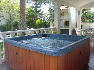 Charming Villa With Large Patio Terrace, Complete With Hot Tub, Near The Beach.