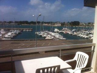 FACE A LA MER, proche du port, des plages et commerces