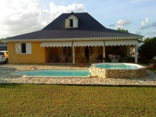 belle villa piscine grand jardin