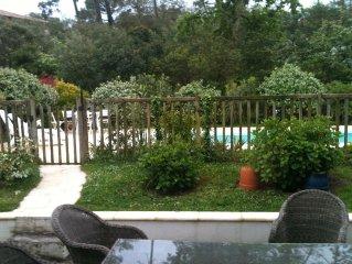 a louer T2 jardin, parking dans enceinte maison, possibilite acces piscine