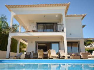 17 o West, Lux. Solar pool villa with sea views for 6 pers., 5 min. To the beach