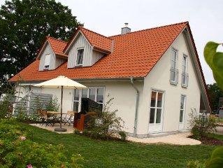 Neue, moderne Doppelhaushalfte in Strandnahe fur 4 Pers. Kamin, Sauna und WLAN