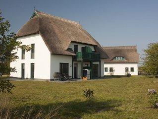 Modernes Reetdachhaus (DHH) in der Seeparkresidenz, Premium Internet (Satellit)