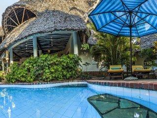 Grosse Luxusvilla mit Pool, Gastehaus, Koch, Gartner und Hausmadchen - am Strand