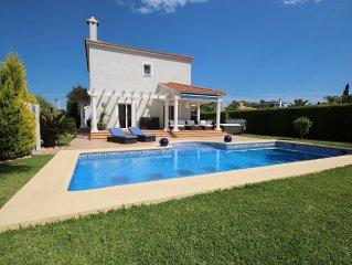 Sehr gepflegte Villa in Els Poblets mit 3 Schlafzimmern und Privatpool.