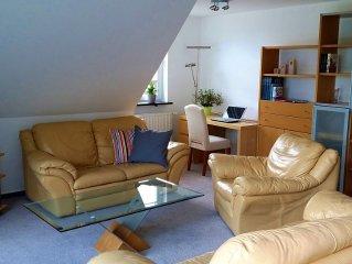 Wohnbereich mit kleinem Office-Bereich