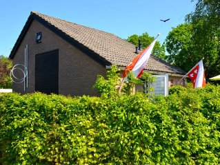 BERGEN: Holiday House 'Atelier 18' - art, style and comfort! Bicycles, Wifi