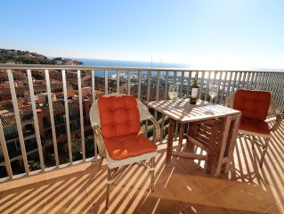 Beautiful sea view apartment, within walking distance to a small beach