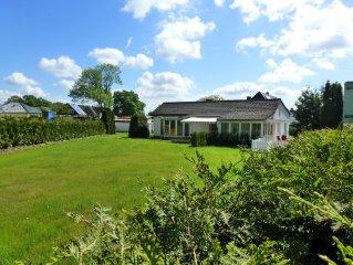Ferienhaus mit großem Garten in unmittelbarer Seenähe, KfzStellplatz