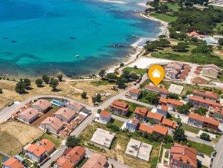 Wir sind 30 meter vom Strand entfernt, 100 meter von Hotel Belvedere In Medulin.