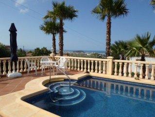 Gepflegtes Ferienhaus mit traumhafter Aussicht auf die Bucht von Denia