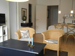 Bright 2 BR. Apartment, directly on the Elbe, Cit