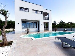 Luxus-Villa mit Pool in Strandnähe, grandiosem Meerblick und Kinderspielplatz