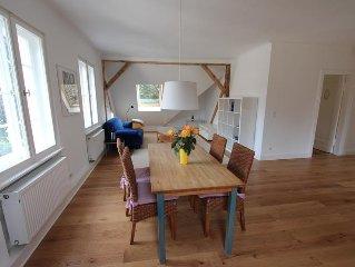 Grosszugige 3-Zi-Dachgeschoss-Wohnung im Grunen