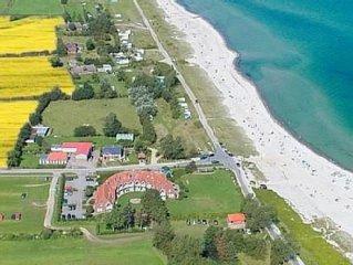 Direkt am Strand mit Meerblick, Loggia, Strandkorb, beheiz. Schwimmbad u. Sauna.