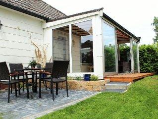 Ferienhaus in Steinhude, in bevorzugter Lage, mit Terrasse, Wintergarten + Kamin