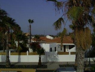 Grosszugiges, freistehendes Ferienhaus direkt am Strand