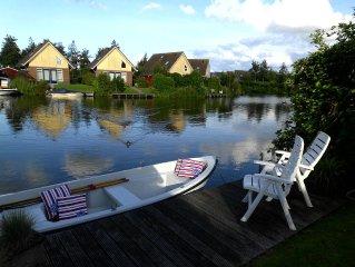Modern eingerichtetes Ferienhaus fur 6 Personen, direkt am Wasser    - Wlan !!
