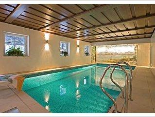 Niveauvolle, sonnige Ferienwohnungen, Schwimmbad, Bergblick, direkt am Bach!