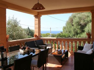 Chalet with sea view - only 10 minutes walk to th