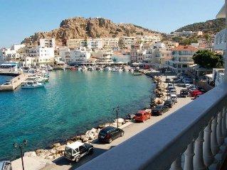Ferienhauser, mit einer wunderbaren Aussicht auf dem Hafen von Pigadia