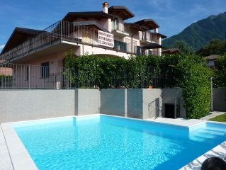 quiet apartment with pool and private garden and terrace 140sqm, 500 m to the p