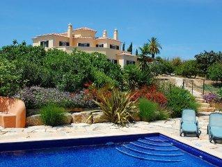 Ferienparadies in Traumvilla, wundervoller Garten, grosszugige Raume, luxurios!